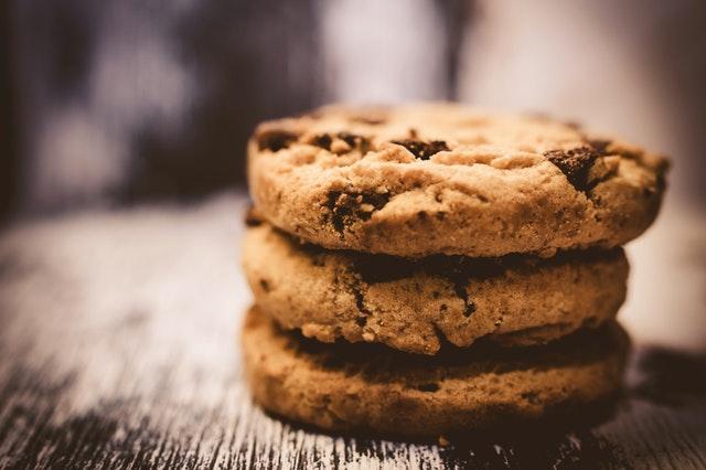 הסיבות לדחף לאכול שוקולד ועוגיות