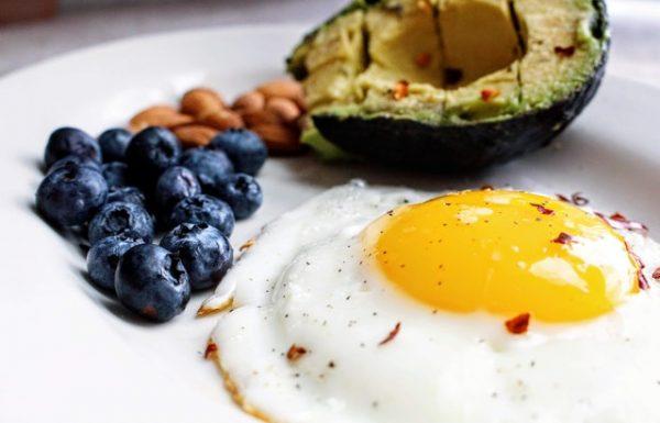 כיצד משפיעה תזונה קטוגנית על הגוף