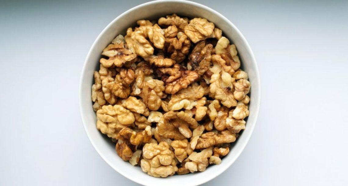 החשיבות של תזונה המכילה אגוזים לשם הגנה על הבריאות במטופלים סוכרתיים